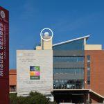 スペインのバジャドリッド大学のDartcom X-Band EOSシステム(丸で囲んだ部分)をリフトシャフトの上に設置