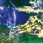 NOAA HRPT偽色画像(チャンネル1、2、4)黒海の東側の山々に雪が積もり、薄黄色に見える。