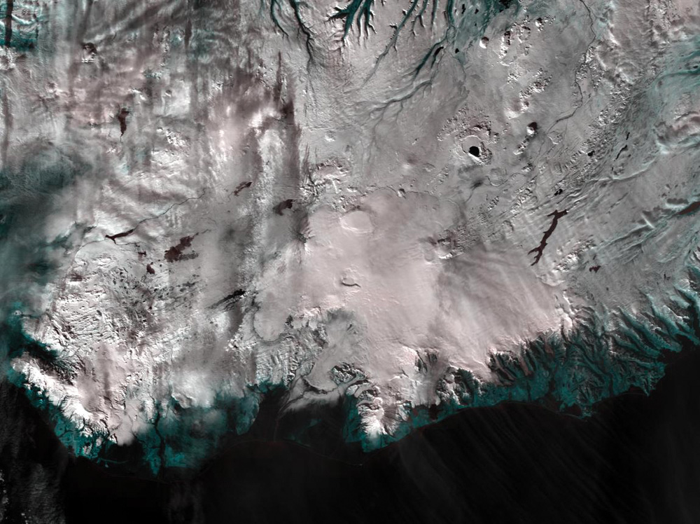 アイスランド南部を示すAqua MODIS 250m分解能フォールス画像