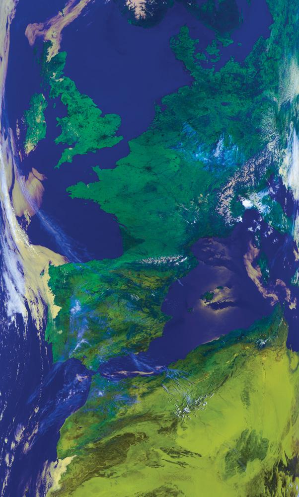 Metop-ヨーロッパと北アフリカを示すAVHRRフォールスカラー合成画像(チャネル1、2、4)