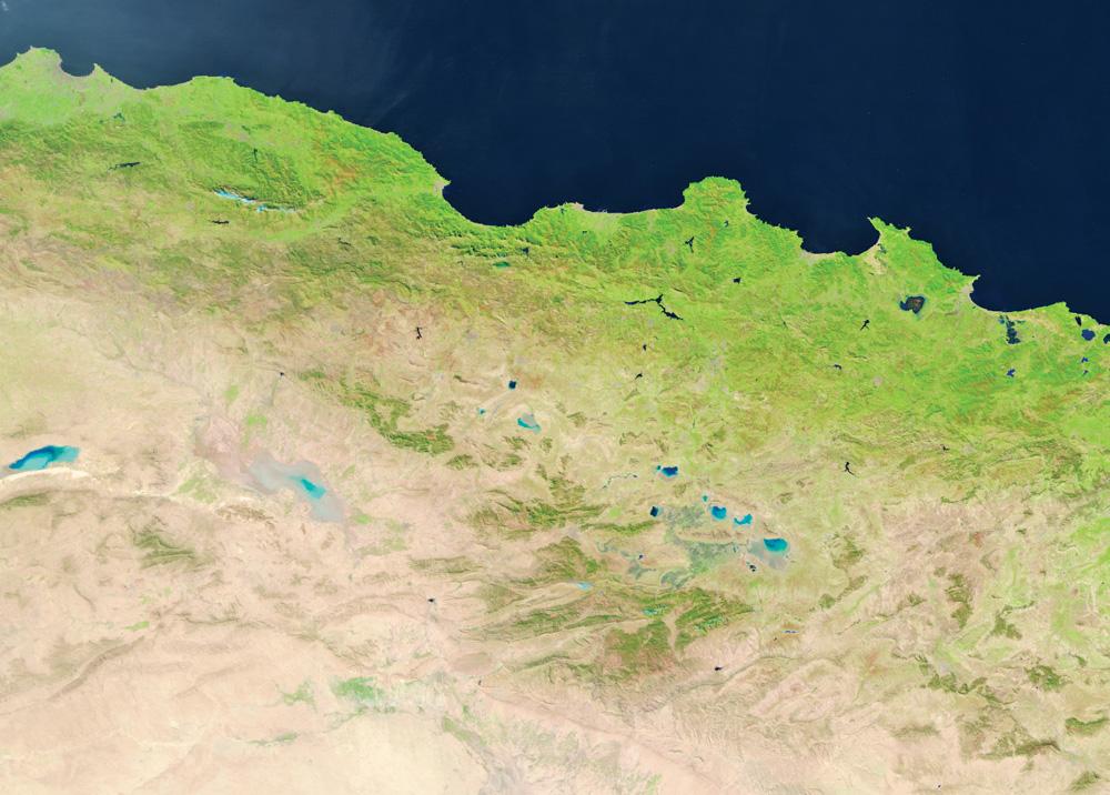 北アフリカの海岸を示すSuomi-NPP VIIRS 375m分解能のフォールスカラー画像
