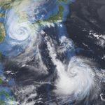2020年9月の台風メイサックとハイシェン。Dartcom iDAPソフトウェアを使用してブルーマーブルマスクを適用した10.5µmの赤外線バンドから製造されました。